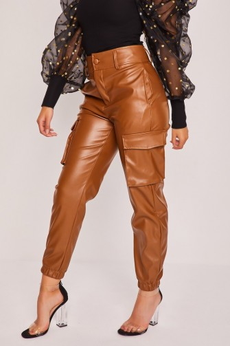 Pantalon cargo marron en simili cuir